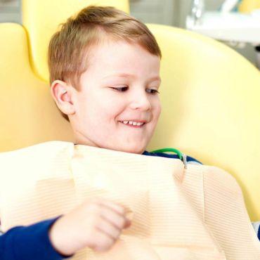 В каком возрасте следует показать ребенка стоматологу?